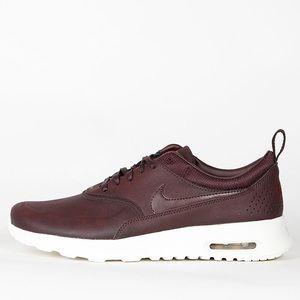 Burgundy Nike Air Max